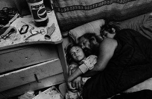 Mary_Ellen_Mark_Chrissy_Dean_and_Linda_Damm_in_Bed_Llano_Californi_2128_41